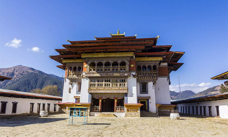 gangtey goenpa monastery