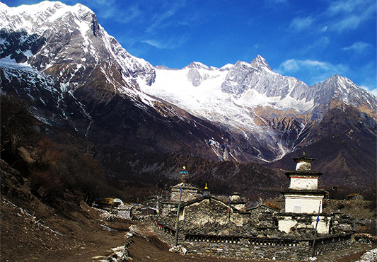 https://www.holidaynepaltrek.com/package/makalu-base-camp-trek/